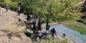 Bingöl Genç Aktoprak Köyünde eşeklerle evlerine su taşıyorlar