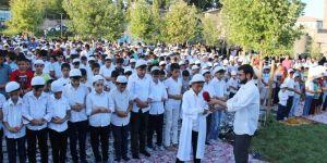 Diyarbakır'da çocuklardan tarihi mekânda namaz etkinliği