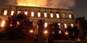 Brezilya'da 200 yıllık bilim ve tarih yok oldu