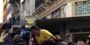 Brezilya'da cumhurbaşkanı adayı Jair Bolsonaro'na bıçaklı saldırı