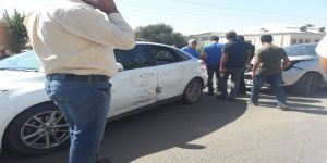 Çınar Dörtyol Camii önünde maddi hasarlı trafik kazası