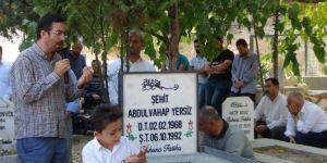 Şehit öğretmen Abdulvahap Yersiz kabri başında anıldı