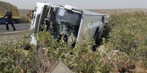 TIR ile midibüs çarpıştı: 2 ölü 11 yaralı