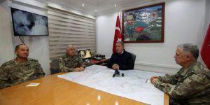 Milli Savunma Bakanı Akar Hakkari'de