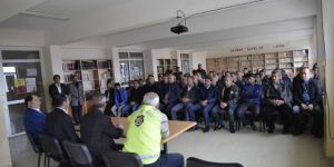 Bitlis Mutki'de okul servis sürücülerine seminer verildi