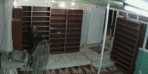 Diyarbakır'da camide çaldığı ayakkabı ayağına uymayınca geri dönüp başka ayakkabı çaldı