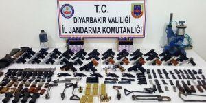 Bismil ve Çınar'da silah ve mühimmat ele geçirildi: 5 gözaltı