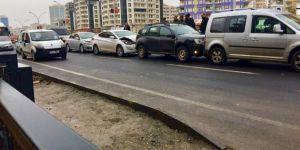 Diyarbakır'da şoförün dalgınlığı zincirleme kazaya sebep oldu