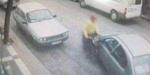 Motosiklet ile otomobilin çarpışması güvenlik kamerasına yansıdı