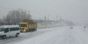 Sivas-Erzincan Karayolu ulaşıma kapandı
