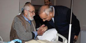 Hilvan Belediye Başkanı Aslan Ali Bayık'tan hastalara moral ziyareti