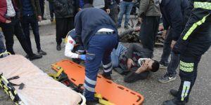 Şanlıurfa'nın Siverek ilçesinde otomobil ile motosikletin çarpıştı: 1 yaralı