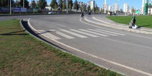 Diyarbakır Otogar Kavşağı'nda yaya geçidi çizgileri var ama geçit yok