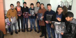Hayırsever iş adamından Bitlis Tatvan'da bin öğrenciye kıyafet yardımı