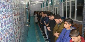 Müslüman gençler camilerle uyanmalı