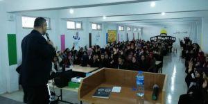 Kozluk'ta başarıda arkadaş seçimi konferansı