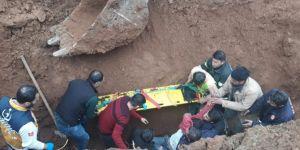 Toprak altında kalan işçi hayatını kaybetti