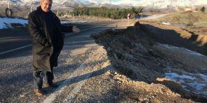 Besni-Gölbaşı Karayolu aşırı yağış nedeniyle çöktü