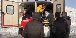 Genç'te yaşlı kadın paletli ambulansla hastaneye kaldırıldı