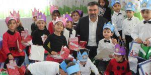 Kur'an eğitimi alan minikler taçlandırıldılar