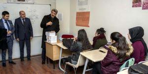 Van Valisi Bilmez'den gençlere moral ziyareti