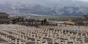 Hasankeyf'te su altında kalacak yüzlerce mezar taşındı