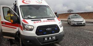 Kâhta'da otomobil takla attı: 2'si bebek 4 yaralı