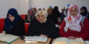 """Diyanet'ten kadınlara yönelik """"Cuma Dersleri"""" programı"""