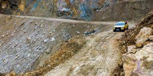 Kozluk'ta heyelan nedeniyle kapanan yollar açıldı
