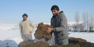 Köylünün doğal yakacağı tezeğin istiflenme vakti