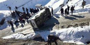 Köy minibüsü devrildi: 5 yaralı