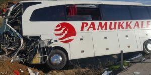 Yolcu otobüsü kaza yaptı: 18 Yaralı