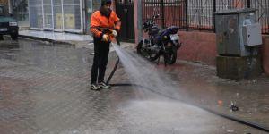 Caddeler ve kaldırımlar tazyikli su ile yıkanıyor
