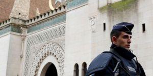 İslam düşmanı Fransa 7 camiyi kapattı