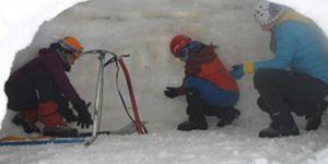 Dağcılar eğitimlerinin son gününde iglo yapımını öğrendi