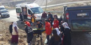 Siirt-Pervari Karayolu'nda otomobil takla attı: Biri çocuk 5 yaralı