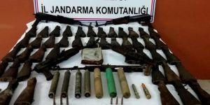 Eruh'ta ağaç kavuğuna gizlenmiş silah ve mühimmat bulundu