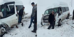 Güroymak'ta yoldan çıkan köy minibüsü faciadan döndü