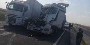 Nusaybin'de iki TIR çarpıştı