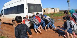 Ceylanpınar'da vatandaşların çamurlu yol çilesi bitmiyor