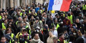 Fransa'da Sarı Yelekliler hükümeti istifaya çağırdı