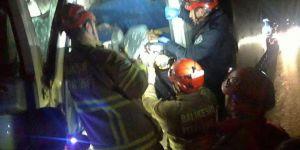 Araçta sıkışan vatandaş kurtarıldı