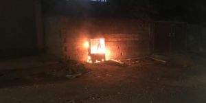 Nusaybin'de dijital elektrik sayacı panoları yakıldı