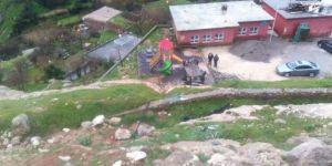 Kızıltepe'de otomobil Alipaşa ilkokulu bahçesine uçtu