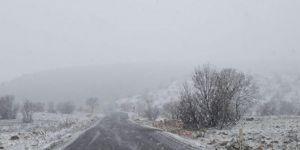 Çınar'ın yüksek kesimlerinde kar etkili oldu