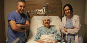 112 yaşındaki kadın kapalı ameliyatla böbrek taşından kurtuldu