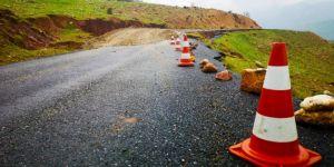 Toprak kayması nedeniyle kapanan yol ulaşıma açıldı