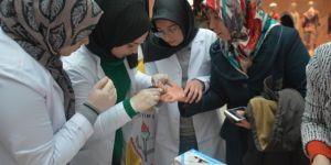 Tatvan'da öğrencilerden vatandaşlara sağlık taraması