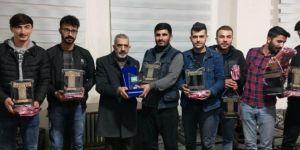 Futbol turnuvasını kazanan takımlara Kur'an hediye edildi