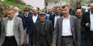 Samir Özhan salâvatlar eşliğinde göreve başladı